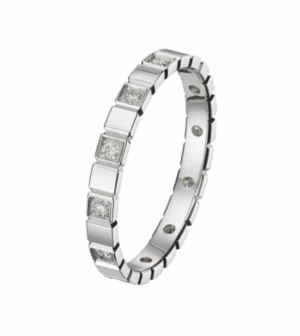 Mademoiselle est une alliance en or blanc 750/1000ème en en Motifs Carré alterné et accompagnéede 60 Diamants taille brillant. - oblique